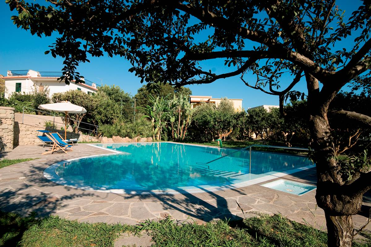 Apartments with swimming pool in Ischia